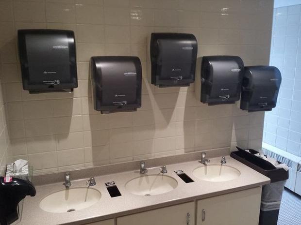 Những chiếc toilet có khả năng trêu ngươi cực cao, ai nhìn cũng phải thốt lên: Ủa, là sao?-8