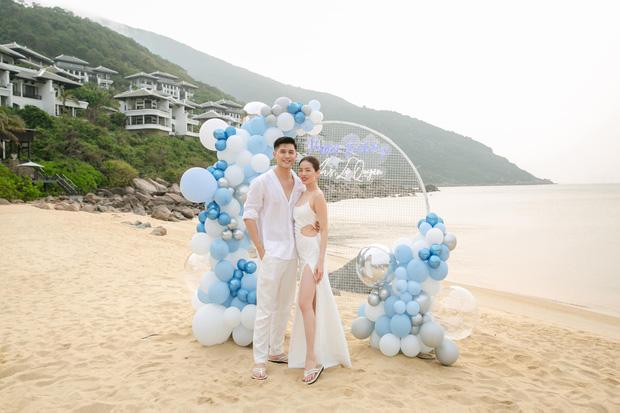 Lệ Quyên đón sinh nhật lãng mạn như lễ cưới, vỡ oà nhắn nhủ lời đặc biệt đến bạn trai kém 12 tuổi Lâm Bảo Châu-1