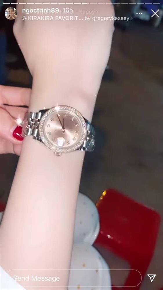 Ngọc Trinh được bạn thân tặng đồng hồ mới giá khủng sau vụ mất trộm BST 15 tỷ chấn động Vbiz-2