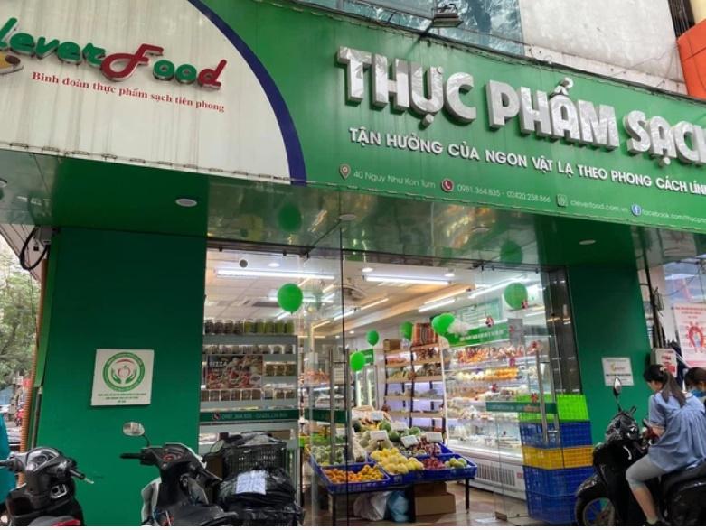 Hà Nội: Khách hàng kinh hãi khi phát hiện giòi bò lúc nhúc trong khúc cá kho mua ở cửa hàng thực phẩm sạch-2