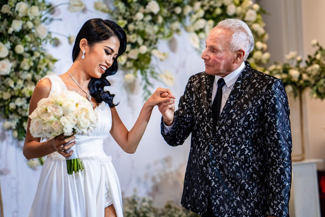 Cô gái Việt 26 tuổi tuyên bố chia tay tỷ phú Mỹ 72 tuổi dù đã đính hôn ở khách sạn 6 sao: Quyết chấm dứt vì lý do không tin nổi-3
