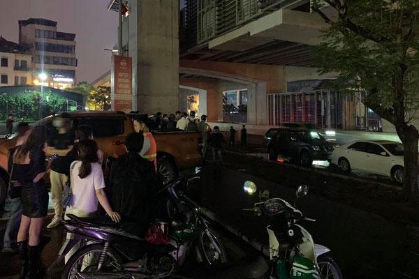 Hà Nội: Án mạng trong đêm, nam thanh niên nghi dùng gạch tấn công khiến nữ công nhân môi trường tử.vong tại chỗ-1