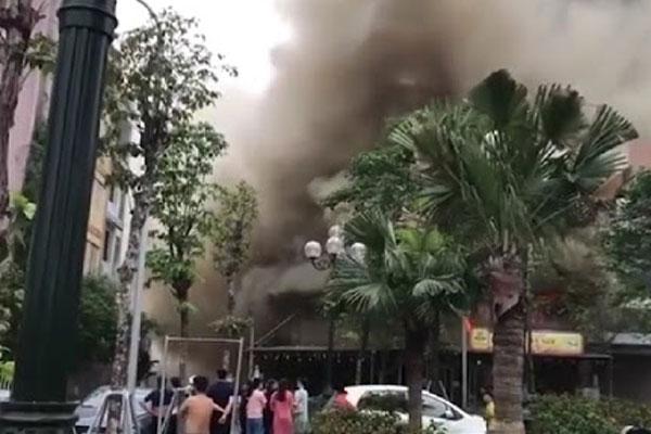 Cháy lớn thiêu rụi quán lẩu ở huyện Đông Anh, Hà Nội-1