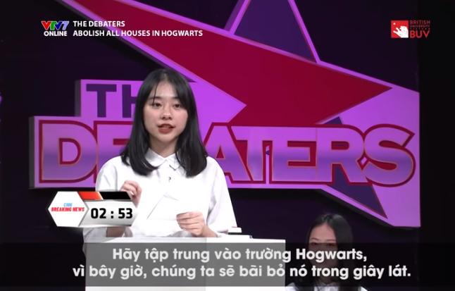 Xuất hiện trên sóng truyền hình VTV7, nữ sinh Hà Nội gây bão vì xinh ơi là xinh, ngó sang thành tích học tập lại càng bái phục-1