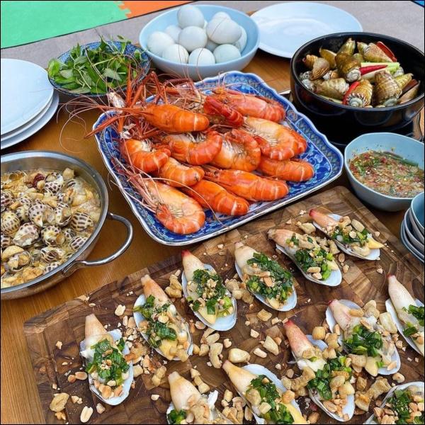 Tiệc cuối tuần của gia đình tài phiệt do Hà Tăng tự nấu, toàn hải sản xịn, nhìn thôi đã biết hấp dẫn vô cùng-2