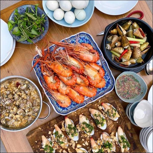 Tiệc cuối tuần của gia đình tài phiệt do Hà Tăng tự nấu, toàn hải sản xịn, nhìn thôi đã biết hấp dẫn vô cùng-4