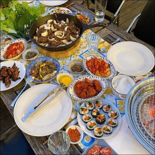 Tiệc cuối tuần của gia đình tài phiệt do Hà Tăng tự nấu, toàn hải sản xịn, nhìn thôi đã biết hấp dẫn vô cùng-5