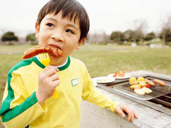 Cứ vô tư cho con ăn 5 loại đồ ăn vặt này, trẻ có nguy cơ bị dậy thì sớm mà cha mẹ không biết-2