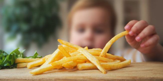 Cứ vô tư cho con ăn 5 loại đồ ăn vặt này, trẻ có nguy cơ bị dậy thì sớm mà cha mẹ không biết-3