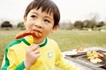 Tình trạng trẻ dậy thì sớm tăng gấp 35 lần so với 10 năm trước: Cảnh báo dấu hiệu dậy thì sớm ở bé trai mà bố mẹ Việt dễ bỏ qua-4