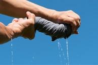 6 mẹo làm khô quần áo vào mùa mưa mà không bị hôi