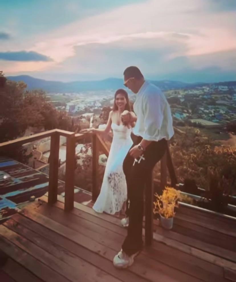 Vũ Khắc Tiệp tung hậu trường chụp ảnh ở Đà Lạt với Ngọc Trinh mà cứ ngỡ đang chụp ảnh cưới-2