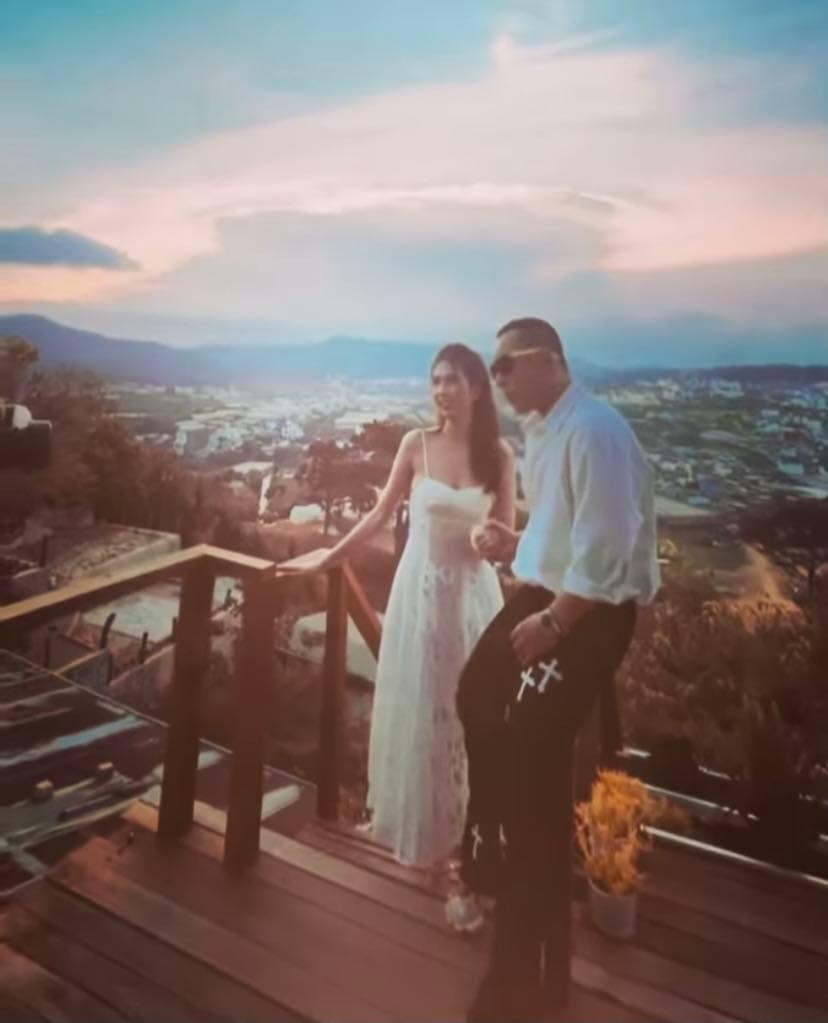 Vũ Khắc Tiệp tung hậu trường chụp ảnh ở Đà Lạt với Ngọc Trinh mà cứ ngỡ đang chụp ảnh cưới-3