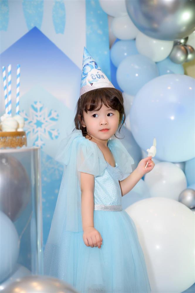 Tú Vi - Văn Anh khoe ảnh con gái tròn 3 tuổi xinh như thiên thần, tiết lộ sẽ cho con học một thứ đặc biệt khi vào lớp 1-3