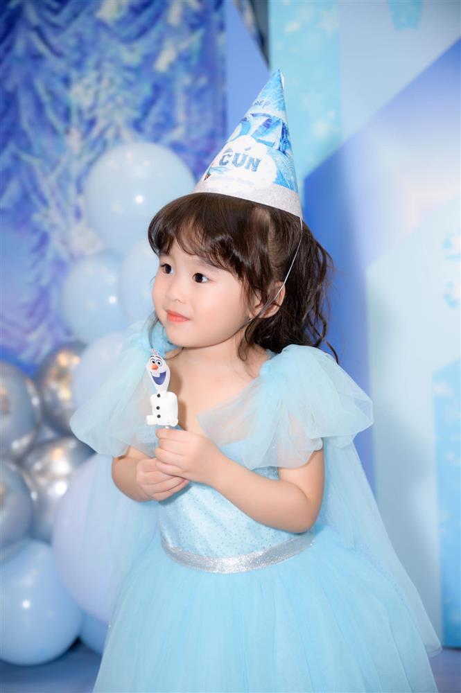Tú Vi - Văn Anh khoe ảnh con gái tròn 3 tuổi xinh như thiên thần, tiết lộ sẽ cho con học một thứ đặc biệt khi vào lớp 1-4