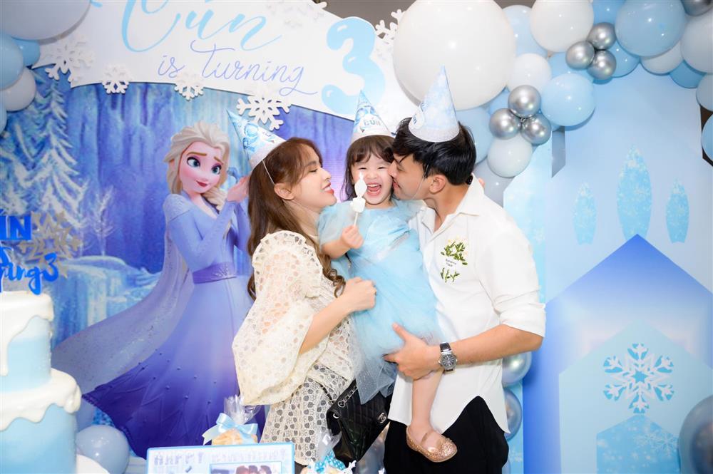 Tú Vi - Văn Anh khoe ảnh con gái tròn 3 tuổi xinh như thiên thần, tiết lộ sẽ cho con học một thứ đặc biệt khi vào lớp 1-5