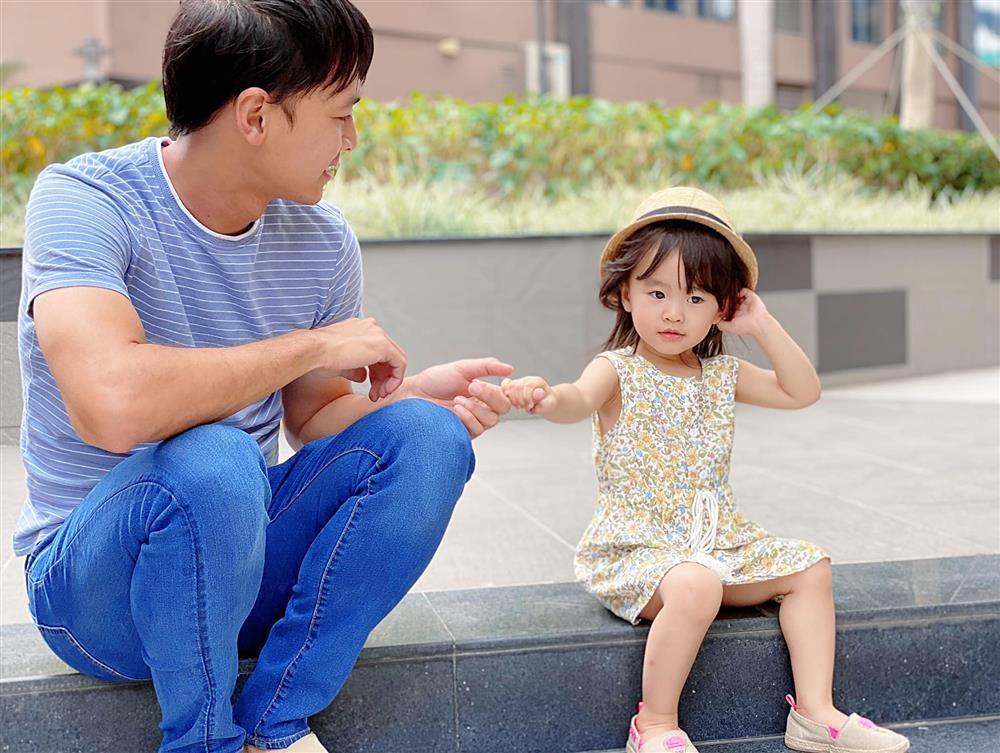 Tú Vi - Văn Anh khoe ảnh con gái tròn 3 tuổi xinh như thiên thần, tiết lộ sẽ cho con học một thứ đặc biệt khi vào lớp 1-9