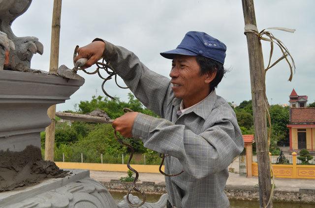 Choáng váng người đàn ông mang bộ móng tay siêu dài đi làm căn cước công dân-4