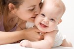 Bé gái 8 tháng tuổi bị bại não vì ông bà nội bế trên tay rung lắc cho cháu ngủ trong một thời gian dài-3