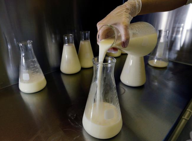 Mua sữa mẹ trên mạng: Giúp trẻ hưởng chất vàng lỏng quý giá nhưng tiềm ẩn nguy cơ tự đầu độc chính con em mình-6