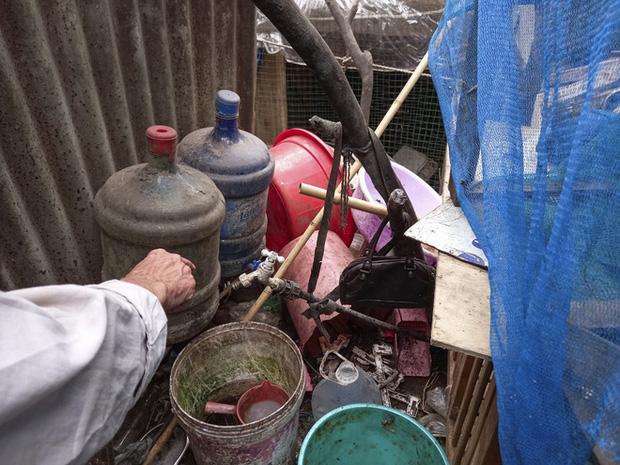 Cận cảnh căn nhà cấp bốn bị rác bủa vây của nữ lao công bị sát hại thương tâm-9
