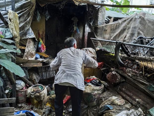 Cận cảnh căn nhà cấp bốn bị rác bủa vây của nữ lao công bị sát hại thương tâm-13
