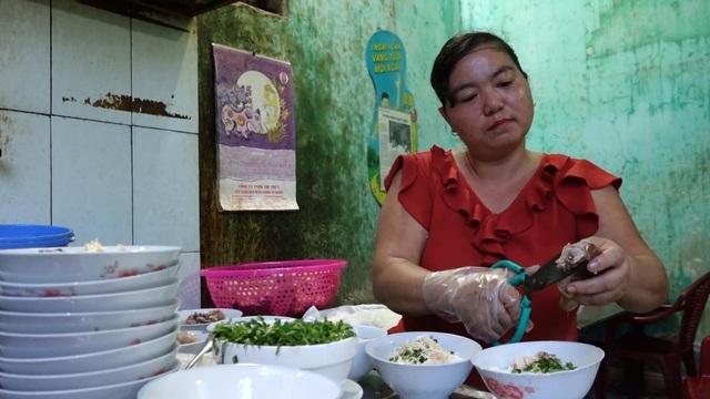 Quán phở 5000 đồng: 16 năm không tăng giá, ngày bán 500 bát ở Nam Định-1