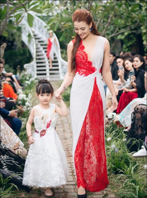Con gái mới 5 tuổi, Hồng Quế đã chơi lớn mua tặng ba lô xịn xò, cách người mẫu dạy con ứng xử mới gây chú ý-6