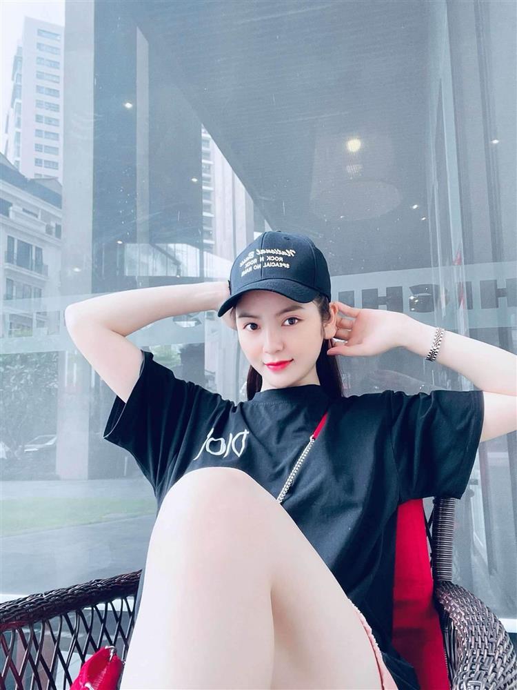 HOT: Lộ clip Quang Hải và bạn gái mới thân mật hẹn hò, đầu tựa đầu vô cùng vui vẻ-4
