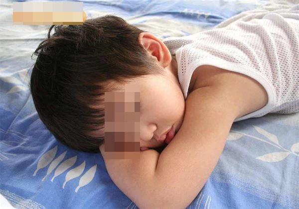 Tình trạng trẻ dậy thì sớm tăng gấp 35 lần so với 10 năm trước: Cảnh báo dấu hiệu dậy thì sớm ở bé trai mà bố mẹ Việt dễ bỏ qua-2