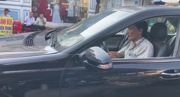 Sau cơn đột quỵ, NS Thương Tín đổi đời nhờ tình người trong Vbiz: Có xe hơi lại sắp có nhà, còn thêm chút vốn dư để kinh doanh-1