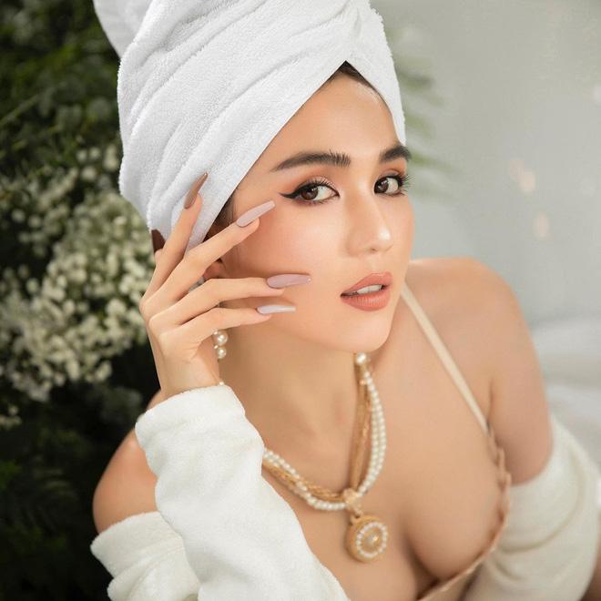 Thập kỷ lột xác của Ngọc Trinh: Người mẫu bị chê khi đi thi Hoa hậu giờ hóa nữ hoàng nội y, 16 năm chỉ thừa nhận sửa 1 chỗ-32