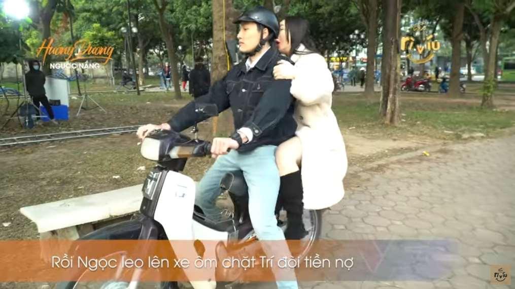 Hậu trường gây thót tim của Hướng dương ngược nắng: Đình Tú bốc đầu xe máy khiến Quỳnh Kool la hét không ngừng-1