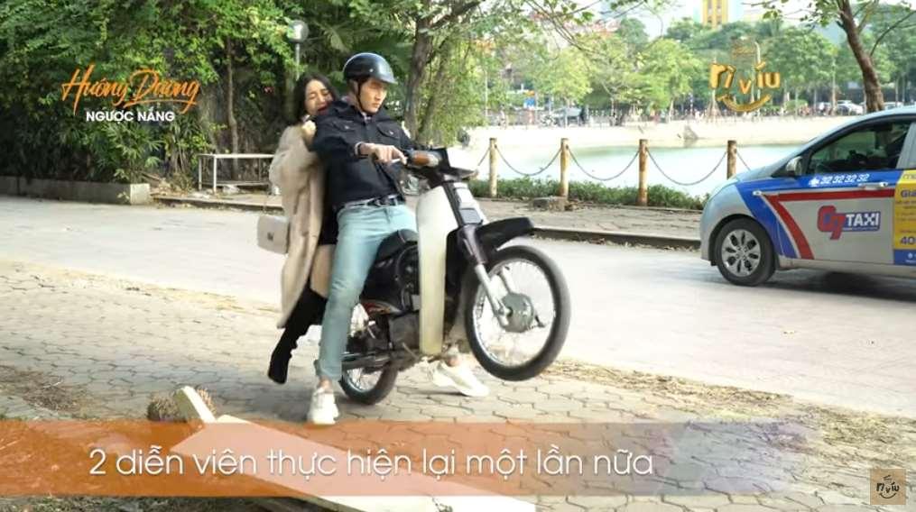 Hậu trường gây thót tim của Hướng dương ngược nắng: Đình Tú bốc đầu xe máy khiến Quỳnh Kool la hét không ngừng-2