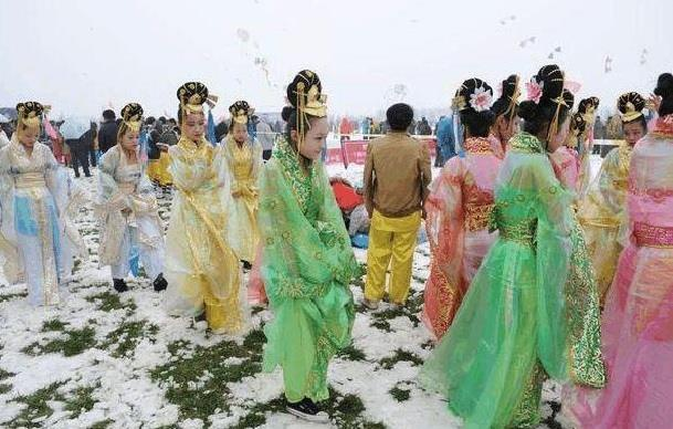Diễn viên quần chúng bị dẫm đạp và thực tế tàn khốc ở phim trường Trung Quốc-3