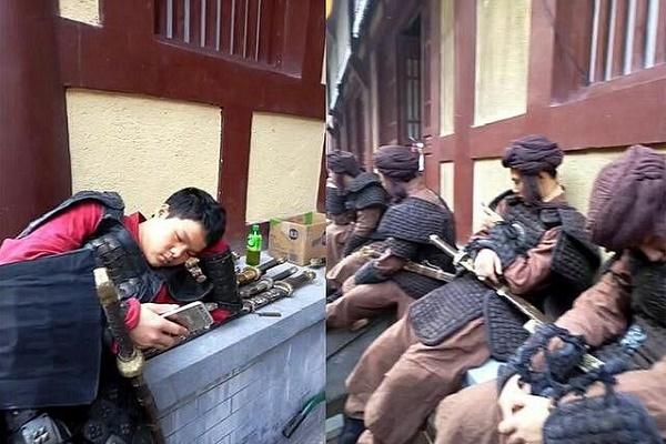 Diễn viên quần chúng bị dẫm đạp và thực tế tàn khốc ở phim trường Trung Quốc-9