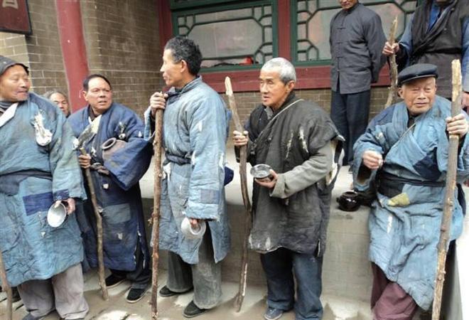 Diễn viên quần chúng bị dẫm đạp và thực tế tàn khốc ở phim trường Trung Quốc-8