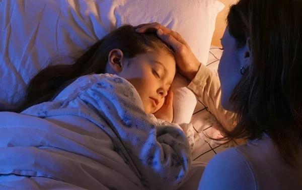 6 tác nhân kích thích dậy thì sớm ở trẻ có mặt ngay trong gia đình, bố mẹ cần phải kiểm soát chặt-6