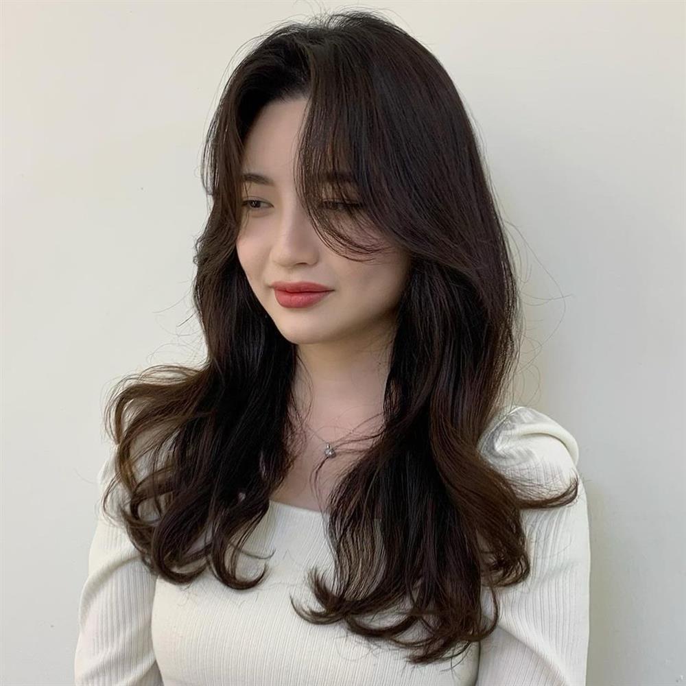 5 kiểu tóc mái siêu nhẹ mát cho mùa Hè, cam đoan là cắt xong nhan sắc sẽ xinh tươi và sang chảnh hơn bội phần-11