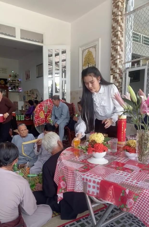 Tròn 100 ngày NS Vân Quang Long vĩnh viễn ra đi: Xót va cảnh vợ trẻ con thơ đội khăn trắng, Lâm Vũ về quê thăm mộ bạn quá cố-1