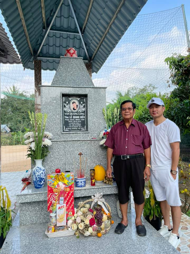 Tròn 100 ngày NS Vân Quang Long vĩnh viễn ra đi: Xót va cảnh vợ trẻ con thơ đội khăn trắng, Lâm Vũ về quê thăm mộ bạn quá cố-3