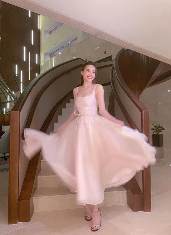 Hà Hồ bị fan bóc nhược điểm vóc dáng khi diện váy gợi cảm nhưng vẫn tự tin khoe dáng với cả loạt đồ sexy hết nấc-1