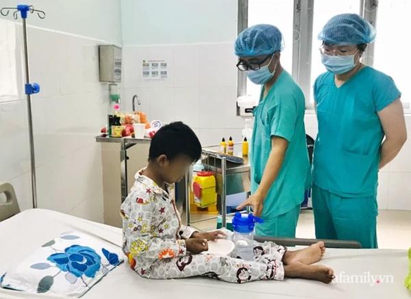 Người cha nghèo ở Bình Thuận hiến thận cứu con trai 9 tuổi nguy kịch, chi phí ghép được hỗ trợ toàn bộ-5