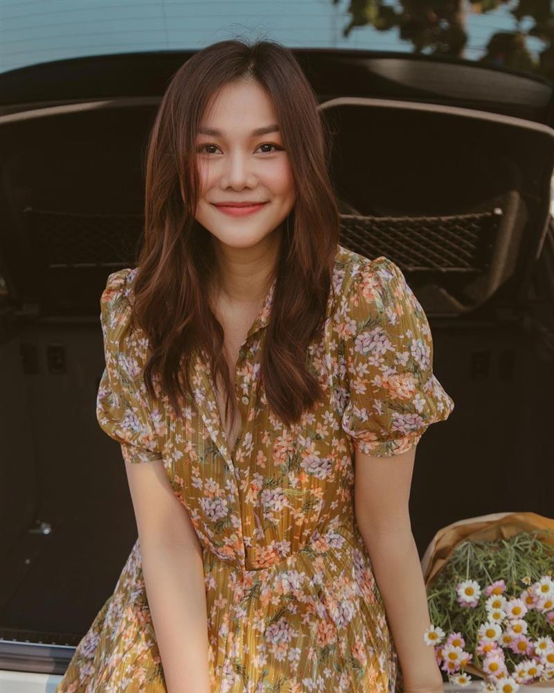 Thanh Hằng có loạt outfit mùa Hè xinh ngây ngất, nàng 30+ học theo thì đảm bảo luôn đẹp-1