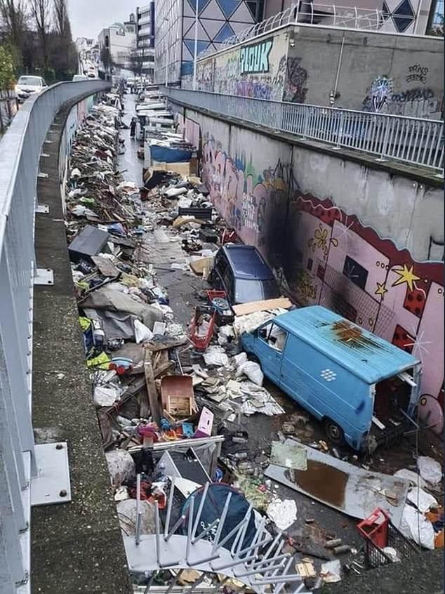 Những hình ảnh gây sốc cho thấy thành phố Paris hoa lệ ngập trong rác khiến cộng đồng mạng thất vọng tràn trề, chuyện gì đang xảy ra?-1
