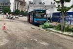 Nhân chứng kể lại vụ xe buýt lao lên vỉa hè, tông chết người đi bộ ở Hà Nội-4