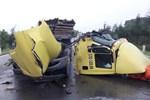 Container rụng mất cabin sau khi tông vào đuôi xe tải, hiện trường vụ tai nạn khiến người chứng kiến rùng mình