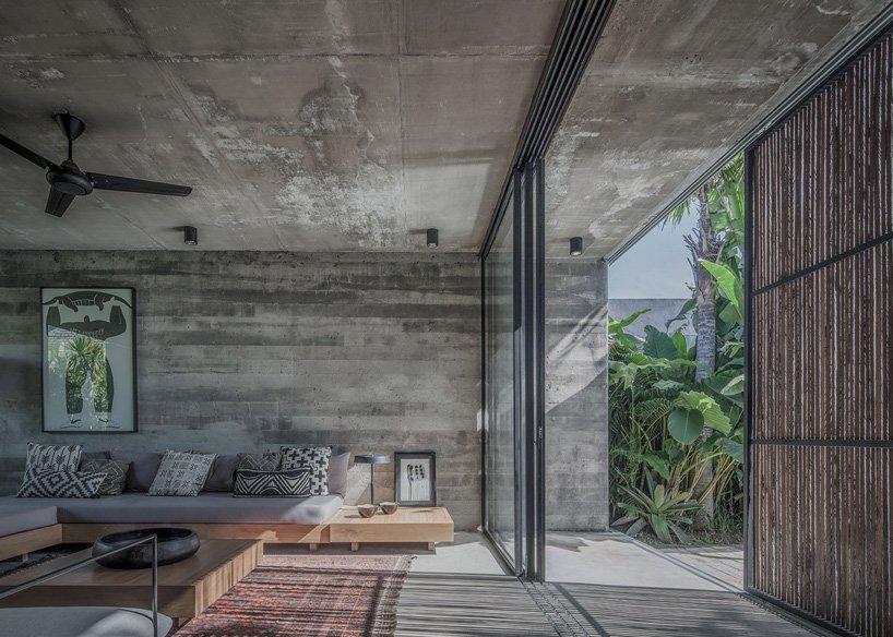 Ngôi nhà rộng 800m2 làm bằng bê tông thô cứng nhưng không gian xung quanh lại yên bình, tươi mát như lạc giữa chốn thần tiên-5