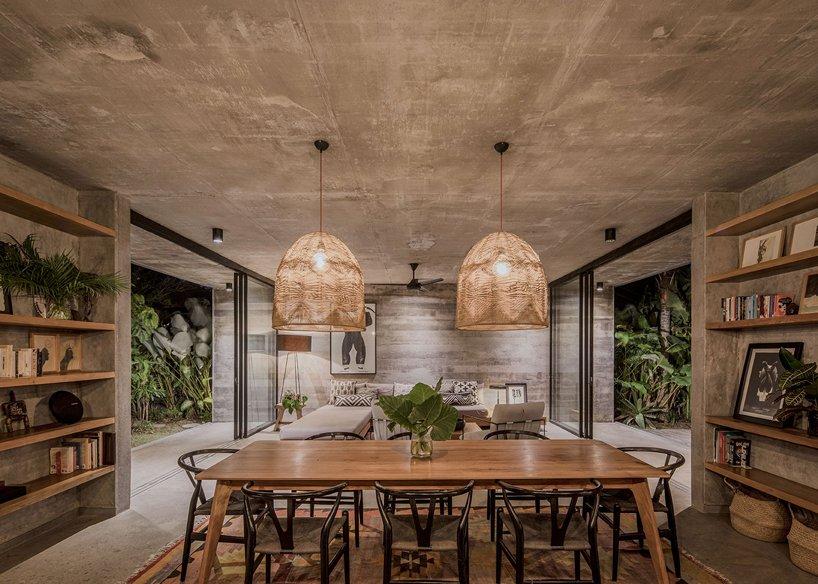 Ngôi nhà rộng 800m2 làm bằng bê tông thô cứng nhưng không gian xung quanh lại yên bình, tươi mát như lạc giữa chốn thần tiên-10