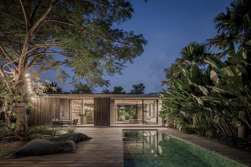 Ngôi nhà rộng 800m2 làm bằng bê tông thô cứng nhưng không gian xung quanh lại yên bình, tươi mát như lạc giữa chốn thần tiên-12